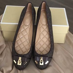 00d212d1ffdf MICHAEL Michael Kors Shoes - Michael Kors MK Logo Alice Ballet Flats Sz 8M  NIB